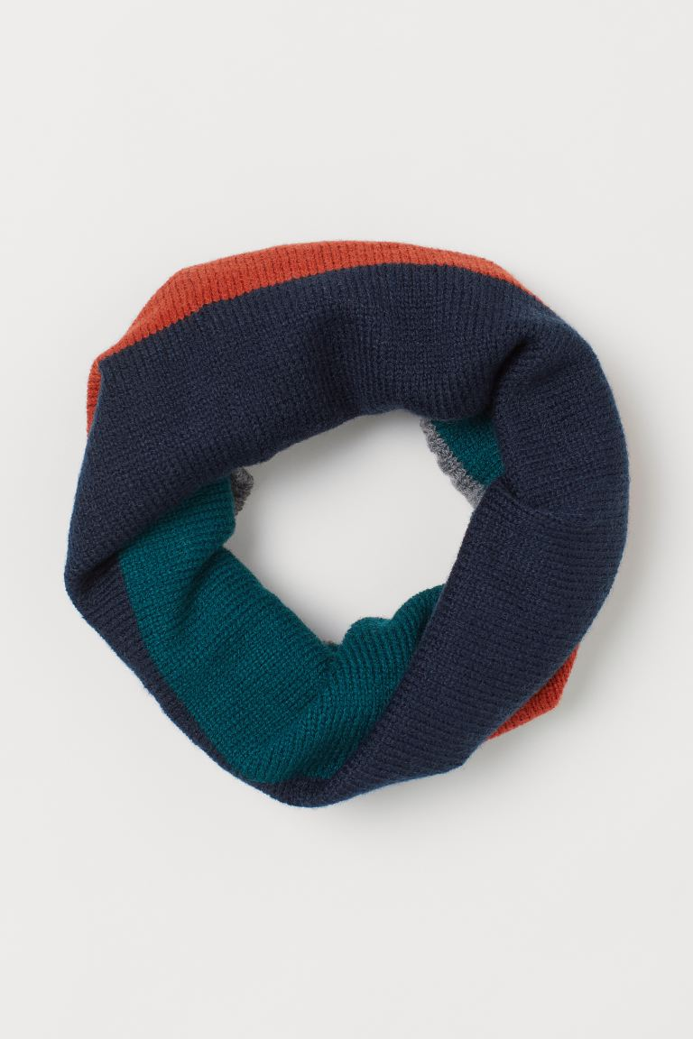 Cable-knit tube scarf