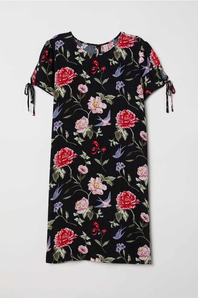 a2cddd991202 Šaty s krátkým rukávem - Černá květovaná - ŽENY