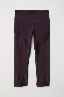 Calf-length yoga tightsModel