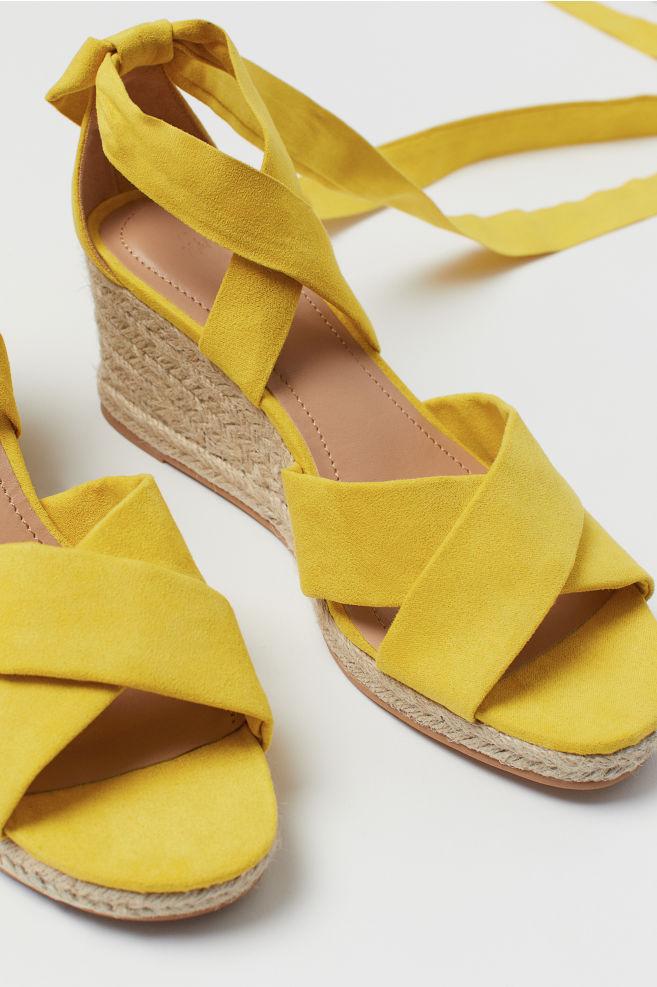 635b1019d40 ... Sandaler med kilehæl - Gul - DAME | H&M ...