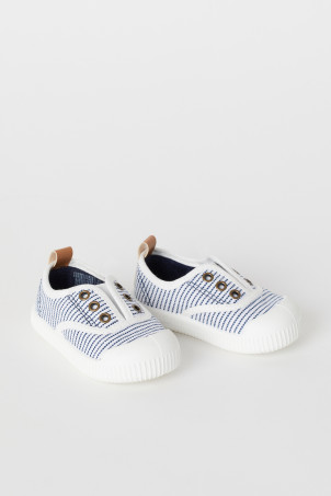 Canvas slip-on trainersModel