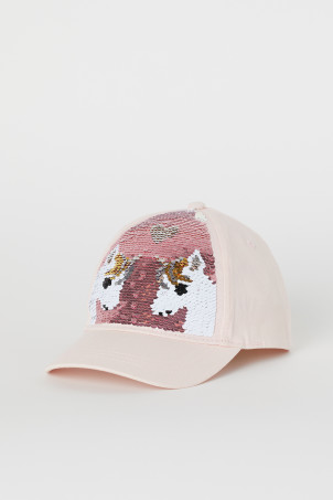 Cap with reversible sequins