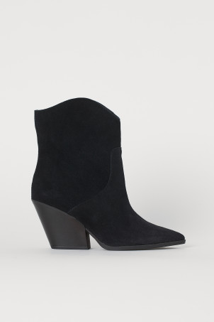Suede bootsModel