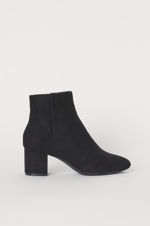 Block-heeled ankle bootsModel