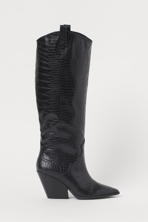 Crocodile-patterned bootsModel