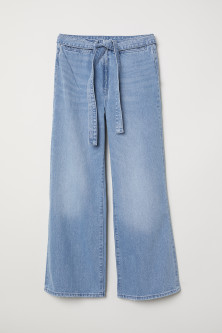 Wide High Waist JeansModel