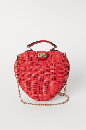 Heart-shaped shoulder bag