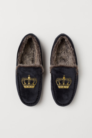 Faux fur-lined slippersModel