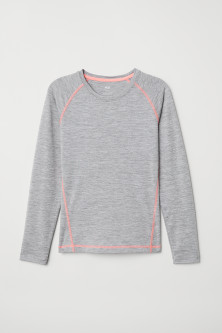Long-sleeved sports top