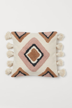 Cushion cover with tasselsModel