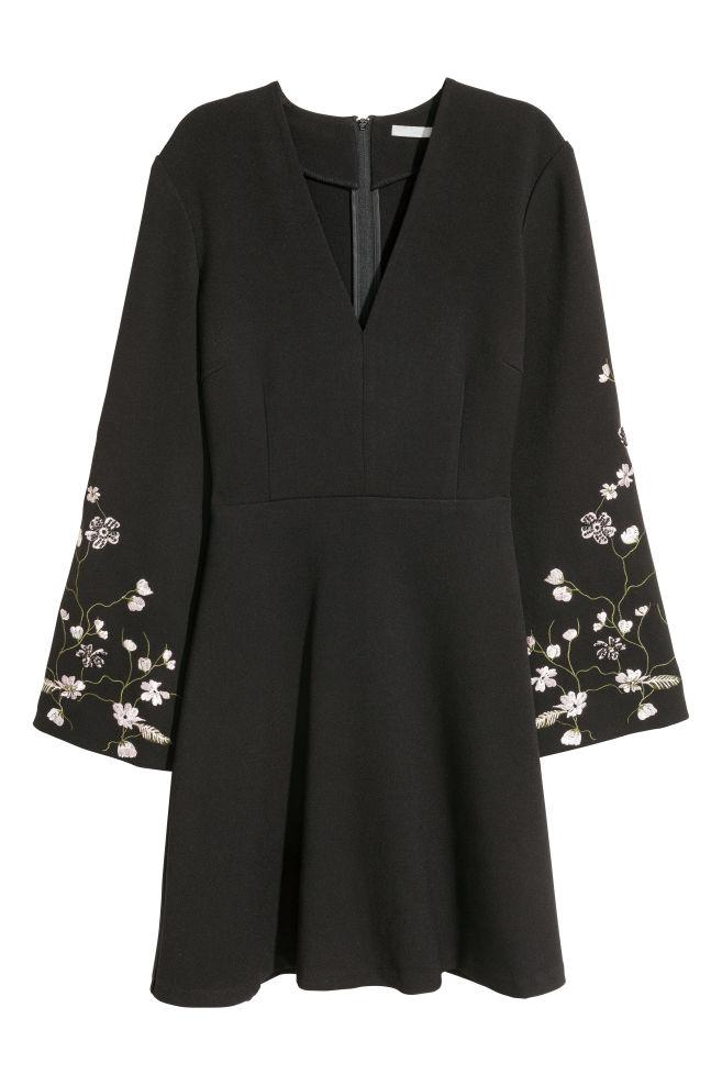 5cabfa262e Hímzett ruha - Fekete - NŐI | H&M ...