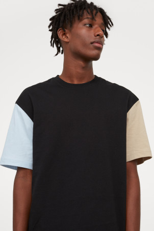 Relaxed Fit T-shirtModel