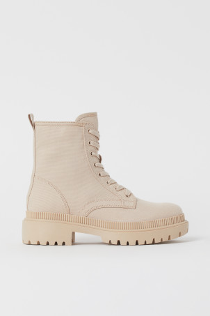 Canvas bootsModel