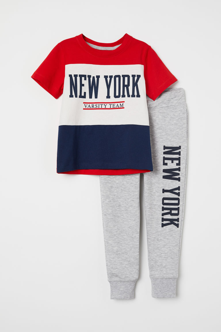 T-shirt and joggers - Red/Block-coloured - Kids | H&M CN