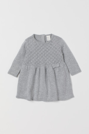 Fine-knit cotton dressModel