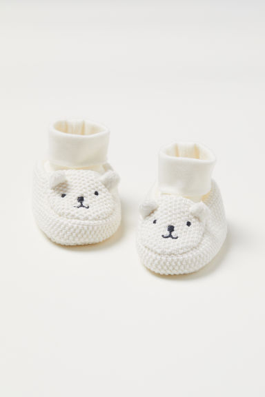 Knitted bootees - Natural white/Bear - Kids | H&M
