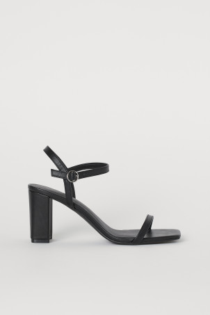 Block-heeled sandalsModel