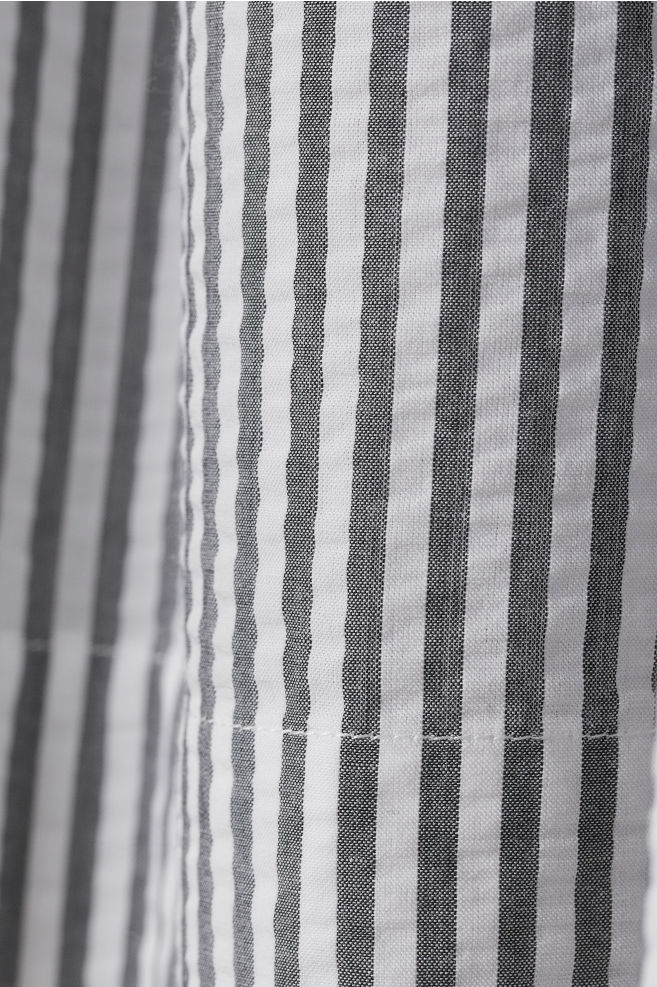 5e0667044f36d6 ... Seersucker Skirt - Black/white striped - Ladies   H&M ...