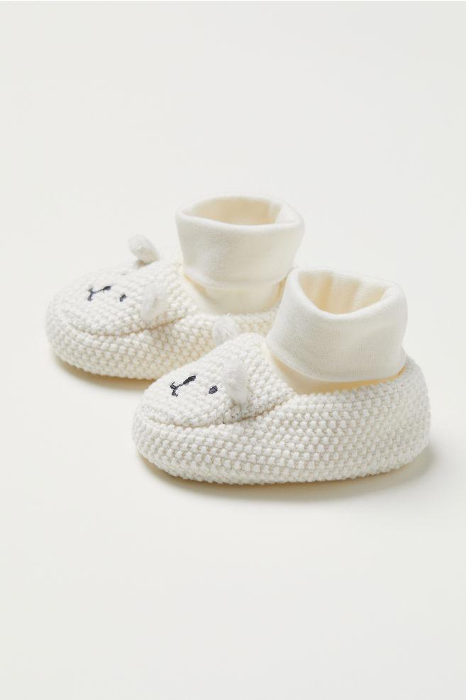 efce9a5d3323 Strikkede babystøvler - Naturhvid Bjørn - BØRN