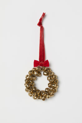 small wreath with bells