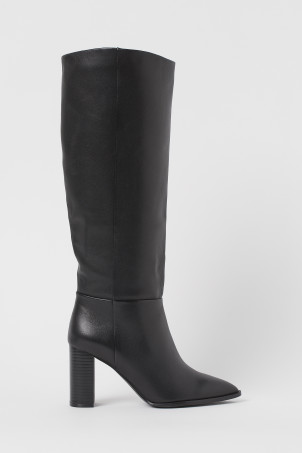 Knee-high leather bootsModel