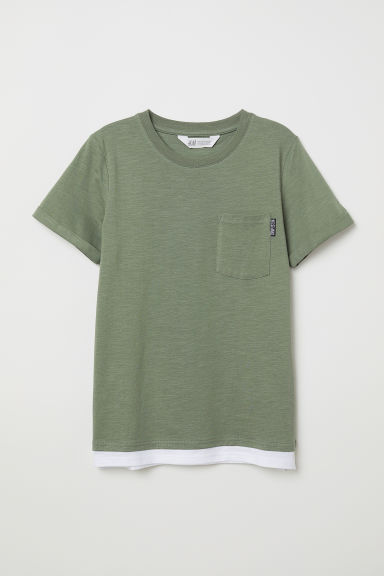 T-shirt with a chest pocket - Khaki green - Kids | H&M