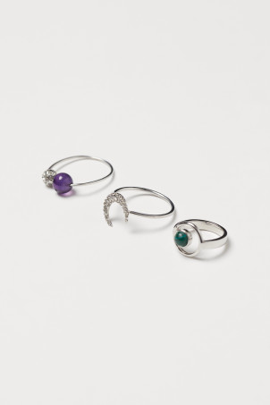 Set of rings with gemstones