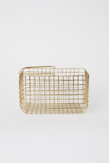 Metal wire basket with handle