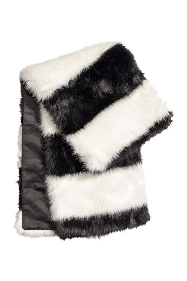 Faux fur scarf - Black/White striped -  | H&M CN