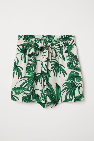 Shorts with a tie belt - Natural white/Leaf-patterned - Ladies | H&M CN