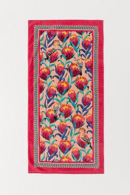 61f0b3f3e746 Patterned beach towel