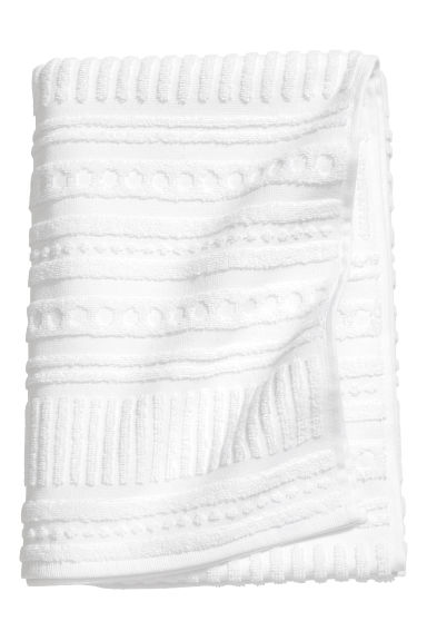 Burnout-patterned bath towel - White - Home All | H&M CN