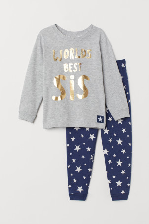Pyjamas with a text print