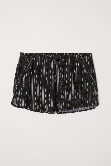 Short viscose shorts - Black/White patterned -  | H&M