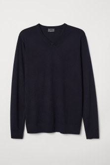 V-neck merino wool jumperModel