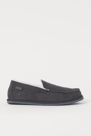 Faux shearling-lined slippersModel