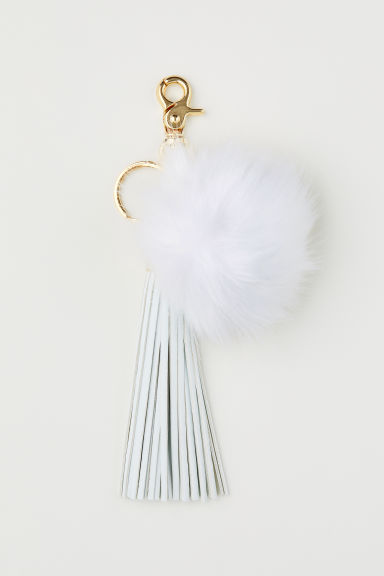 Bag decoration with a pompom - White -  | H&M IN