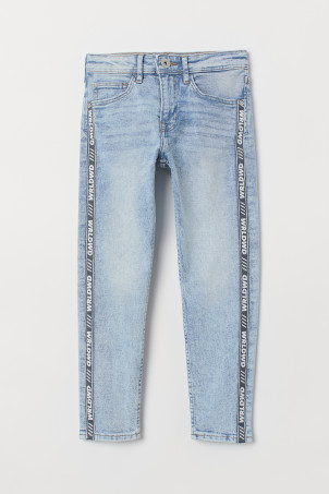 Relaxed Tapered Fit JeansModel