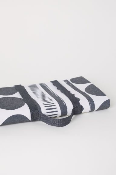 Patterned picnic blanket - Dark grey/White patterned - Home All | H&M GB