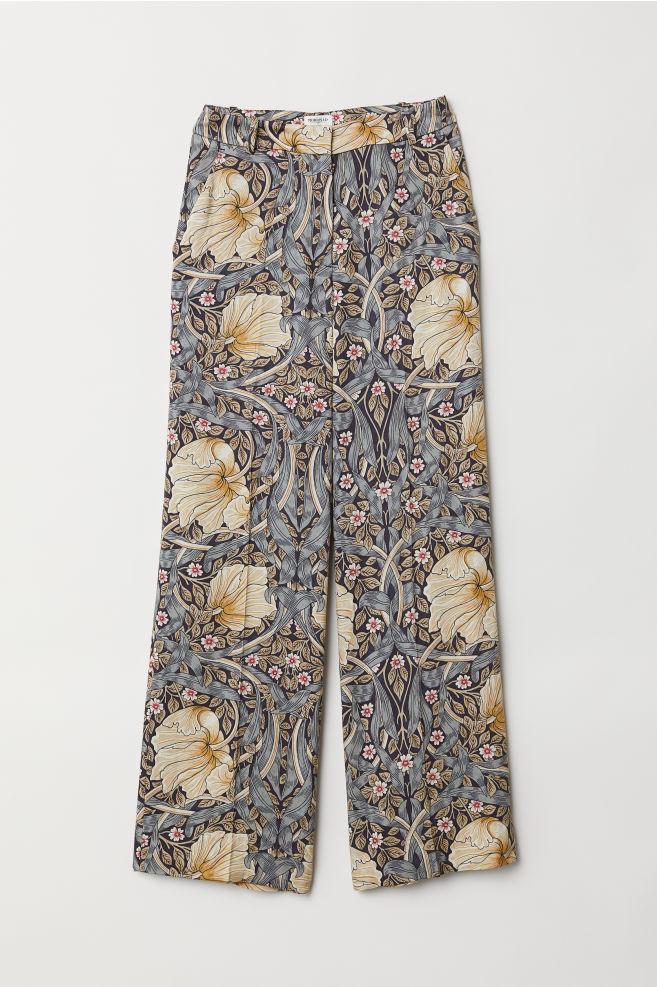2ea11bf646fc Wide trousers - Blue/Flowers - Ladies   H&M ...