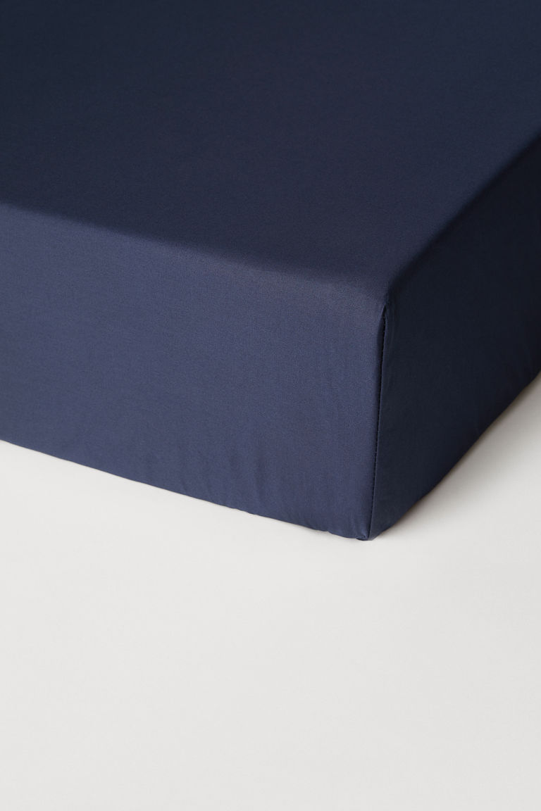 Fitted cotton satin sheet - Dark blue - Home All | H&M CN