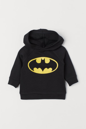 Hooded top with a motifModel