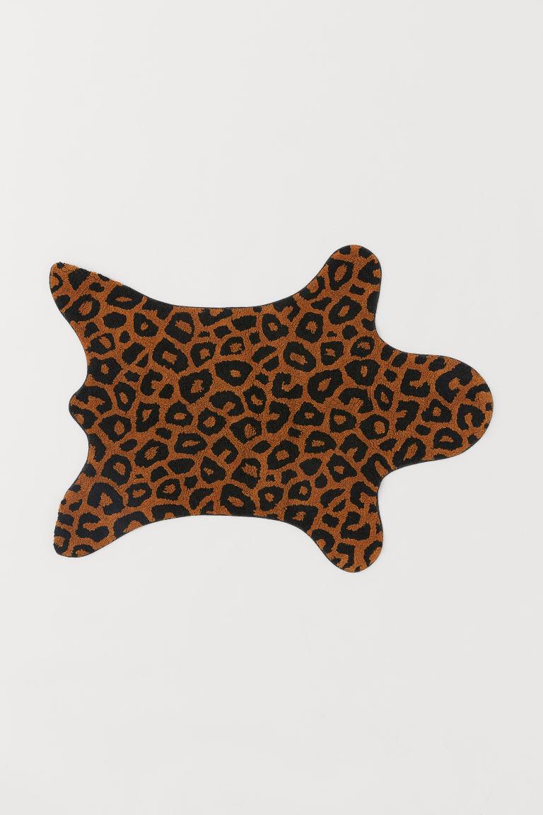 grand tapis de bain marron motif l opard home h m be. Black Bedroom Furniture Sets. Home Design Ideas