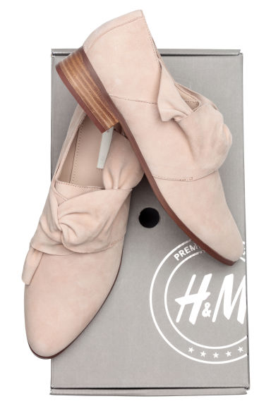 Knot-detail suede shoes - Beige -  | H&M IE