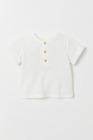 T-shirt with buttonsModel