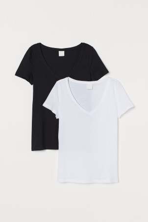 2-pack V-neck T-shirtsModel