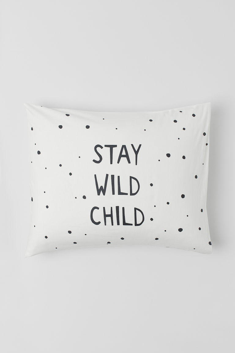 Text-print pillowcase - White/Stay Wild Child - Home All | H&M CN