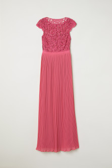 Pleated long dressModel