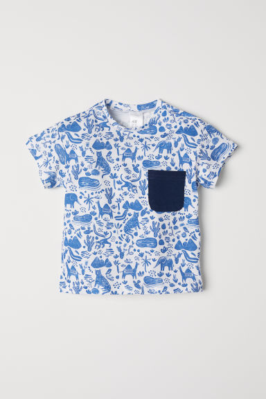 T-shirt with a chest pocket - White/Blue patterned -  | H&M