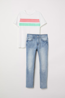 T-shirt and Skinny Fit Jeans